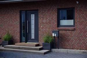 Treppe Hauseingang Bilder : hauseingang gestalten treppe vom eingangsbereich au en gestalten ~ Markanthonyermac.com Haus und Dekorationen