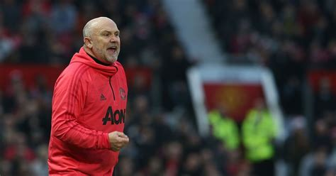 Mike Phelan reacts to Manchester United drawing Barcelona ...