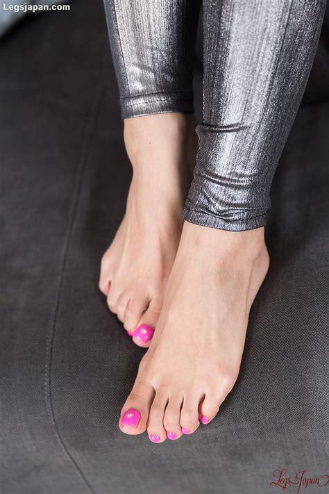 sexy beauty  pink toes natsume hotsuki   footjob