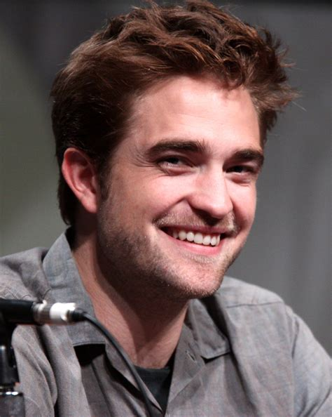 Robert Pattinson Girlfriend List: Who He Dated Or Was ...