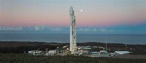 SpaceX Falcon 9 at launch pad : WidescreenWallpaper