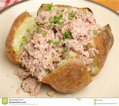 pomme de terre en chambre pomme de terre faite ou en robe de chambre cuire au four