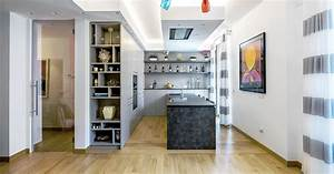 Cucina con penisola inserita in un open space