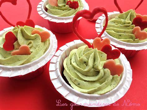 recette de dessert pour la valentin cupcakes valentin chocolat pistache et d 233 cors coeur les gourmandises de n 233 mo