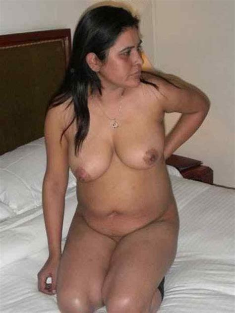 Sexy Indian Auntie's and Bhabhi's Exposing Tremendously Big Boobs - FSI Blog