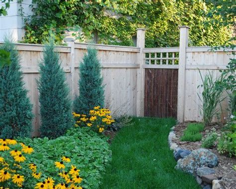 Graduated Wooden Fence, Starting Small(4 Feet?) In The