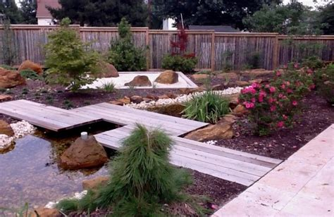themed landscape landscaping services organic lawn