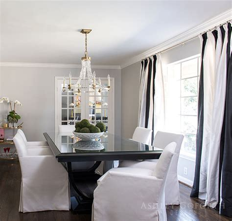 Round Pedestal Dining Table With White Slipcovered