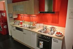 Günstige Küchen Inkl Elektrogeräte : pino musterk che superg nstig nur f r kurze zeit f r einbauk chenzeile weiss im ~ Markanthonyermac.com Haus und Dekorationen