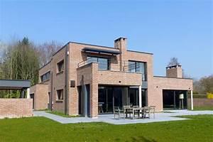 villa rouge orangee les architecteurs With entree de jardin moderne 5 maison semi cubique en briques