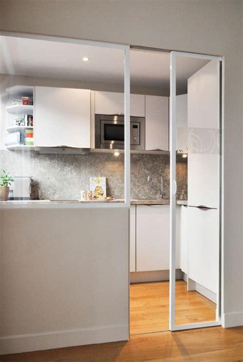 porte de la cuisine la porte coulissante en verre gain d 39 espace et