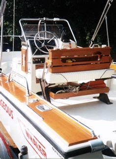 Boston Whaler Vs Scout Boats by Boston Whaler 210 Ventura Vs Scout 222 Dorado The Hull