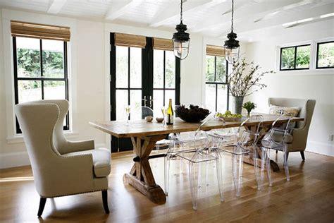Tour Tobis Bath Spaces by 白いモダンなファームハウス ハウス 住宅 家 海外の素敵な家のインテリア