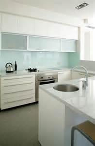 fliesenspiegel küche glas best 25 küchenrückwand glas ideas on küche spritzschutz glas fliesenspiegel glas
