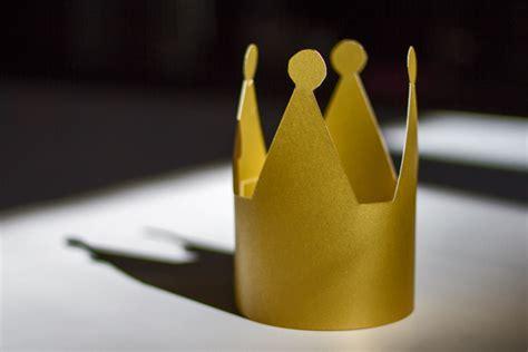prinzessin krone basteln vorlage krone basteln geburtstagskrone basteln kribbelbunt