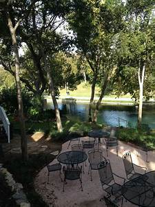 Comal River Cottages - Holiday Rentals - 405 E Zink St