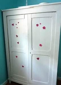 Petite Armoire Blanche : une armoire blanche un dessin d enfant un grain de flolie ~ Teatrodelosmanantiales.com Idées de Décoration