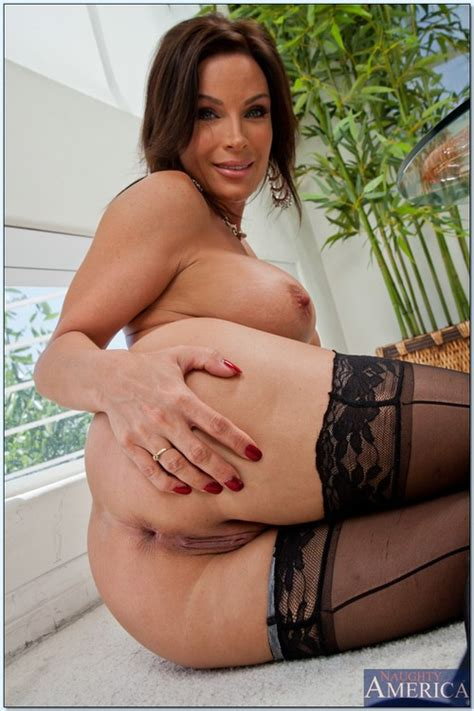Hot MILF Porn Star Humping On Mr Microphone Photos