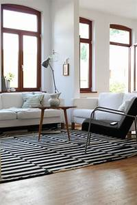Teppich Unter Sofa : ber ideen zu teppich schwarz wei auf pinterest teppich schwarz wei er teppich und ~ Markanthonyermac.com Haus und Dekorationen
