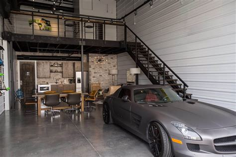rent garage space to work on car garages of