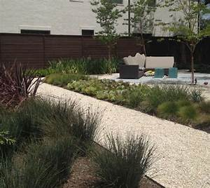 jardin moderne avec du gravier decoratif galets et plantes With allee de jardin en galet 16 jardin moderne avec du gravier decoratif galets et plantes