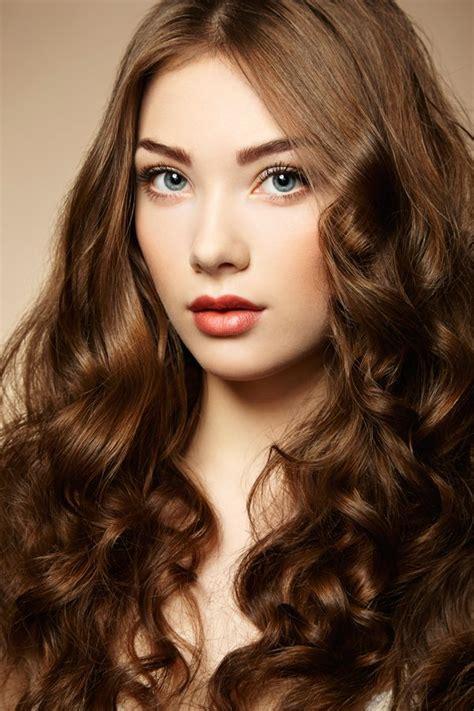 braune haare mit locken bilder maedchende