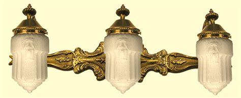 Victorian-style-triple-bathroom-light-(-bathd