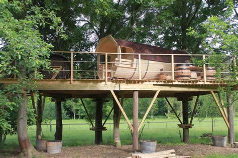 chambre hote calvados cabane tonneau les cabanes de canon