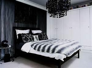 Black chandelier bedroom home decorating trends homedit for Black bedroom chandelier