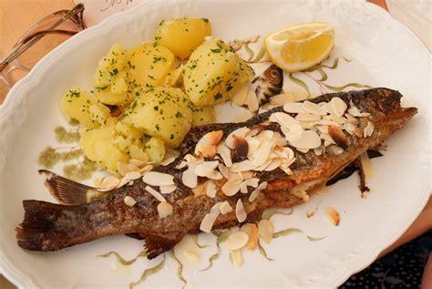 poisson facile à cuisiner recette des truites aux amandes pratique fr