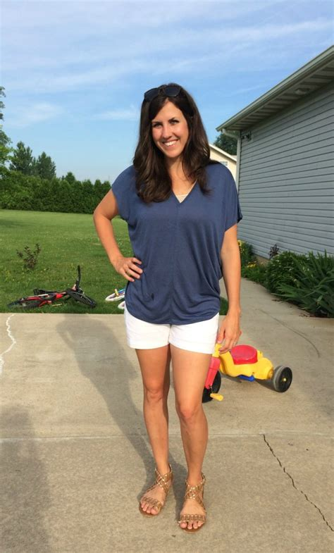 What I Wore White Shorts Realmomstyle Momma In Flip Flops