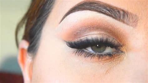 Миндалевидные глаза какому макияжу отдать предпочтение