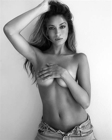 Cassie Amato Nude Topless In New Photoshoot