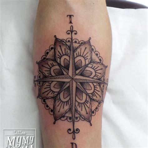 tatouage boussole poignet femme