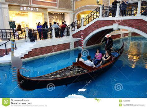 Gondola Boat Ride Fort Lauderdale by Visitors Ride On Gondola Boat In Venetian Hotel In Macau
