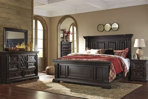 Willenburg Dark Brown Panel Bedroom Set, B-, Ashley