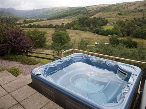 Cottages Scotland Tub by 2 Bedroom Mountain View Cottage In Scotland Highlands