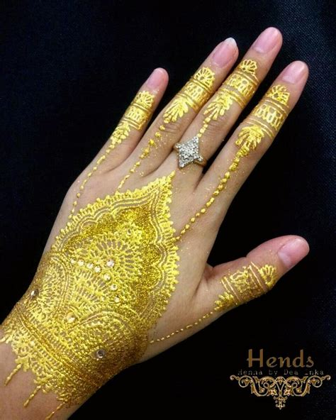 fashionable gold henna tattoos  temporary style