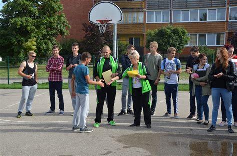Bauskas 2.vidusskolas klases saliedēšanas sporta svētki ...