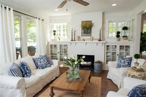 Joanna Gaines Fixer Living Room by Fixer Freshening Up A 1919 Bungalow For Empty
