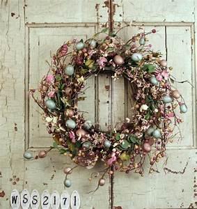 deco de paques des couronnes diy tres originales With chambre bébé design avec couronne de vraies fleurs