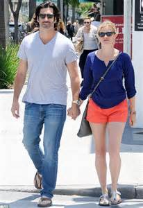 amy smart  husband carter oosterhouse hold hands