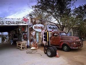 Garage Route 66 : red truck and garage route 66 ~ Medecine-chirurgie-esthetiques.com Avis de Voitures