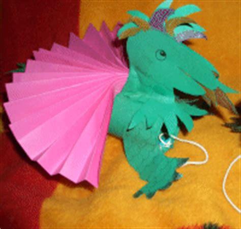 fliegenden drachen mit kindern basteln im kidswebde