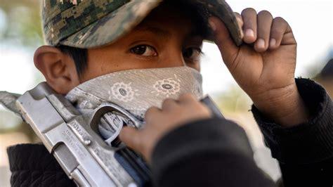 Los niños mexicanos armados para defenderse de los ...