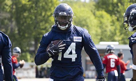 seahawks rookie wr dk metcalf   knee surgery