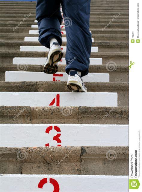 monter les escaliers image libre de droits image 718356