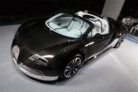 Bugatti insiders have gotten to talking about the successor to the legendary veyron. Bugatti Veyron Grey and Aluminum Exterior - | EuroCar News