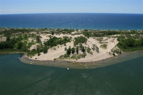 sandbanks dunes sandbanks provincial park  located