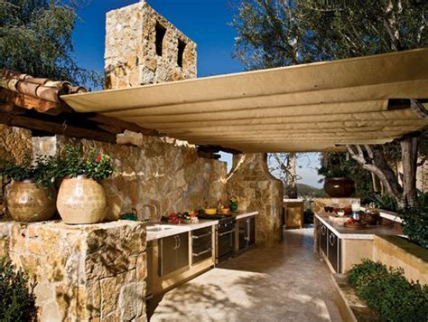 Outdoor Kitchens Have Extreme Cool Factor